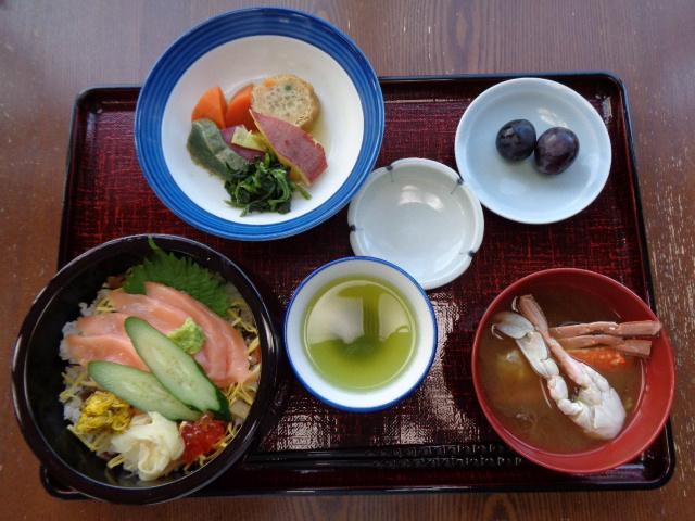 """10月1日 「寿司の日」に""""ちらし寿司""""を召し上がって頂きました。"""
