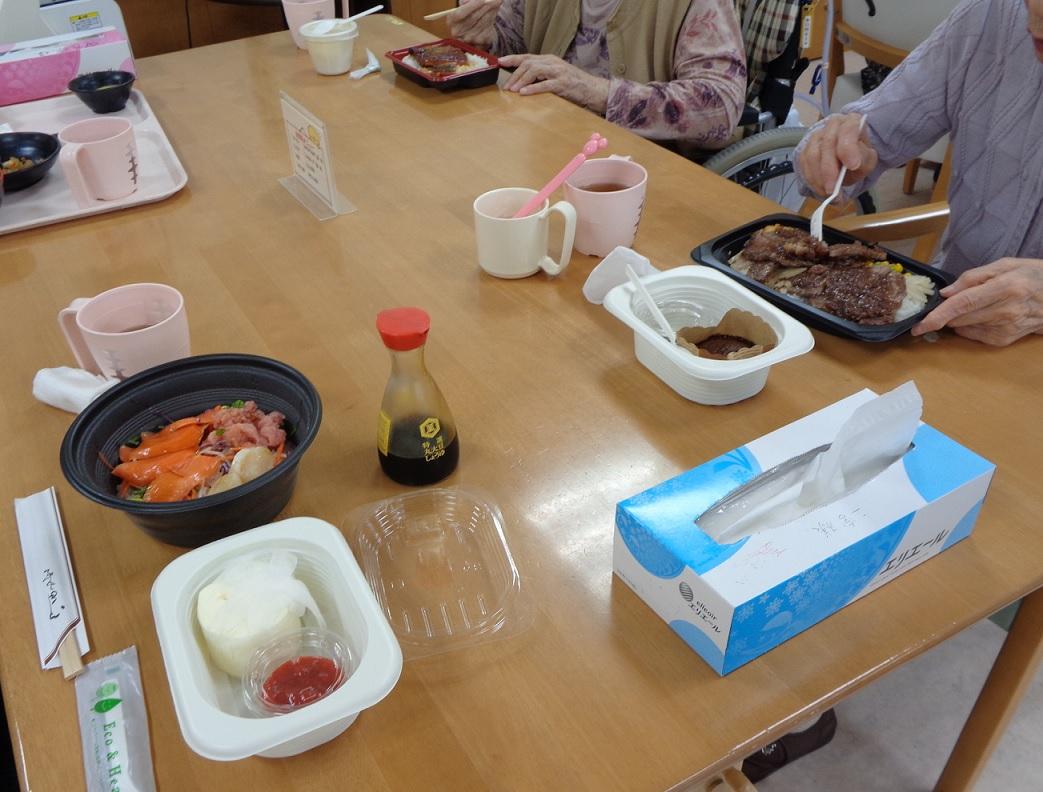 宅配サービスを利用して外食レクリエーション行いました