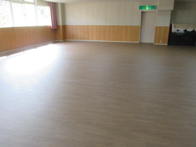 4月7日 多目的ホール床改修工事竣工しました