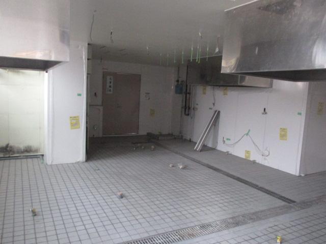 4月1日、厨房改修工事進んでおります